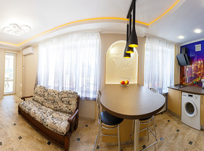 Luxurious 2-room apartment on Pobedy pl.