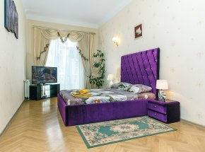 apartment in downtown Kiev. KHRESCHATIK